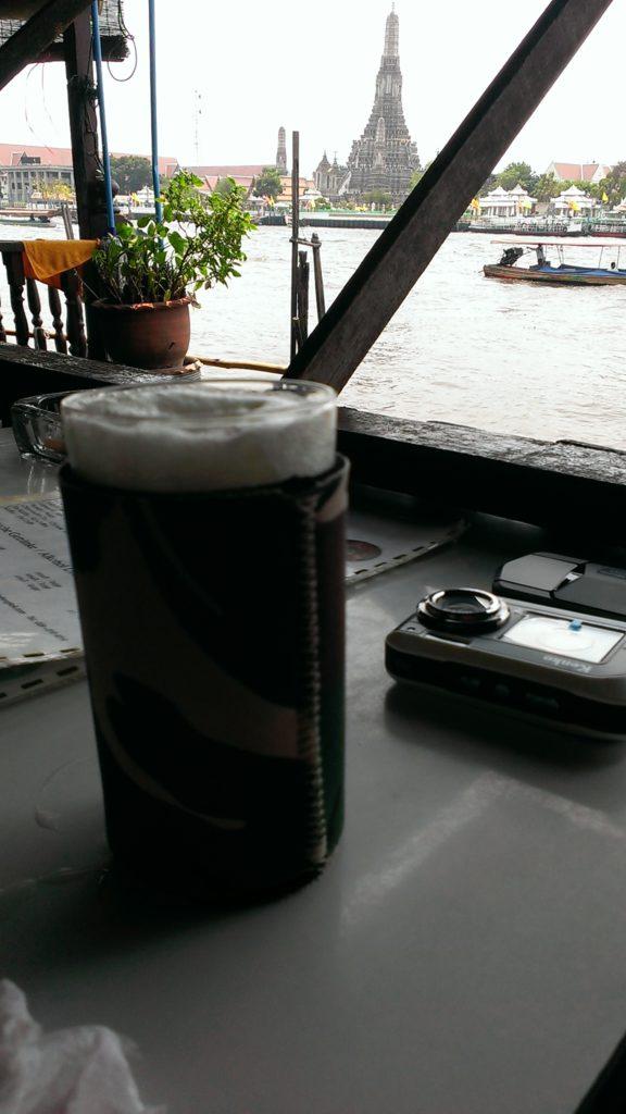 グラスとワット・アルン