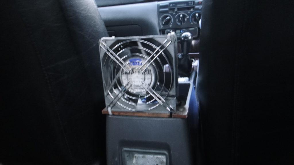 タクシーの扇風機