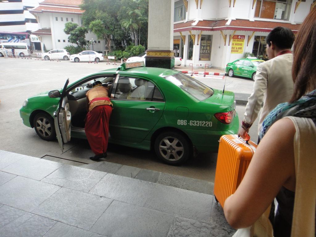 ロビーからタクシー乗車