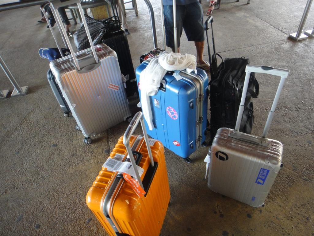 スーツケース8つ