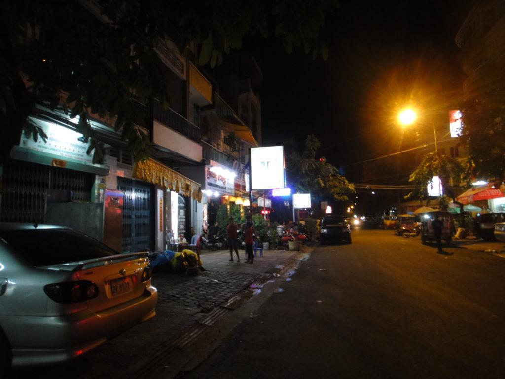 薄暗い街頭