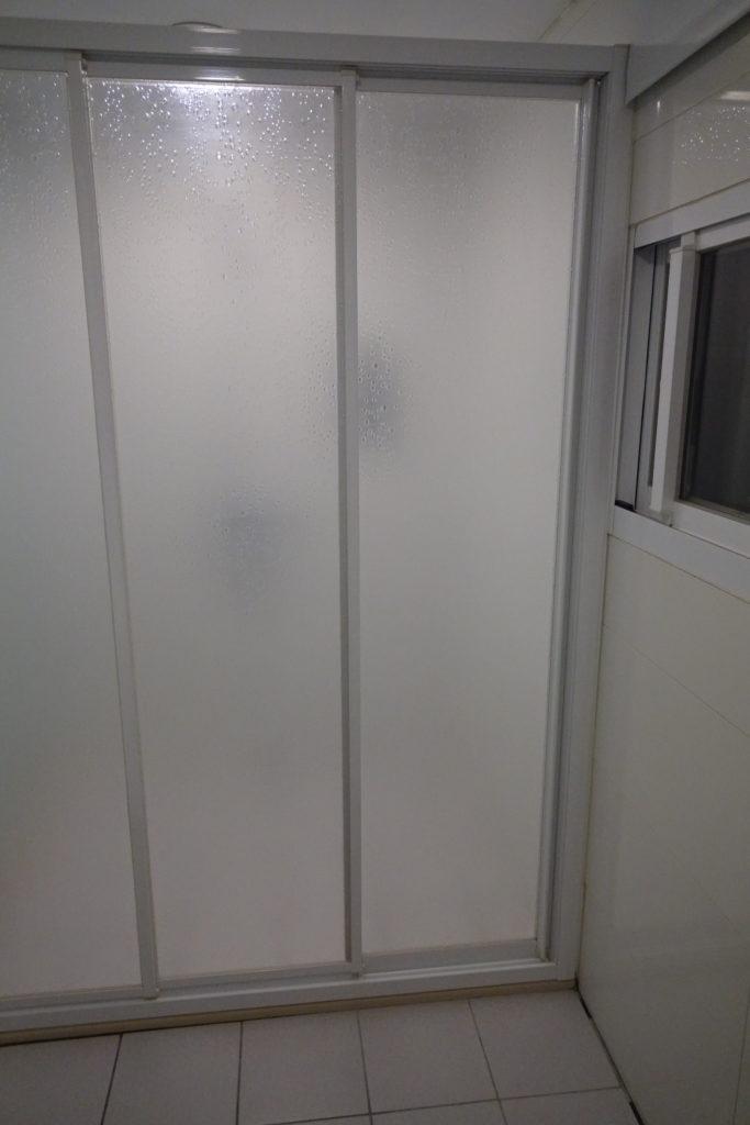 ECFAホテル部屋シャワーブースドアクローズ