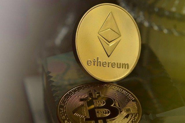 Ethereum Bitcoin Cryptocurrency  - vjkombajn / Pixabay